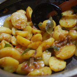 OOLARTHIUTHU (Vegetable stir - fried in onion – garlic seasoning)