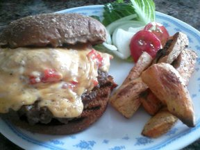 Pimento_cheese_burger_2