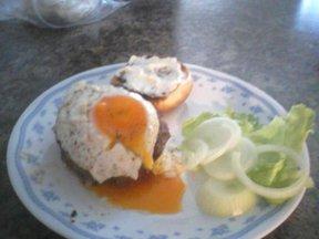 Rocky_sunrise_bacon_and_egg_burger_1