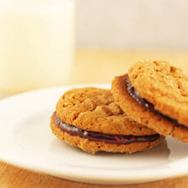 Peanut_butter_and_jelly_sandwich_cookies