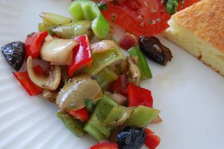 Pepper_and_olive_salad