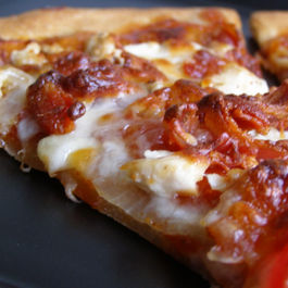 Barbecue_chicken_pizza