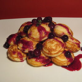 Lemon_mascarpone_stuffed_ebelskivers_with_blueberry_thyme_compote