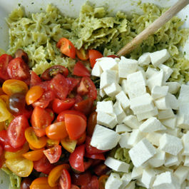 Pasta-with-pesto-tomatoes-and-mozzarella