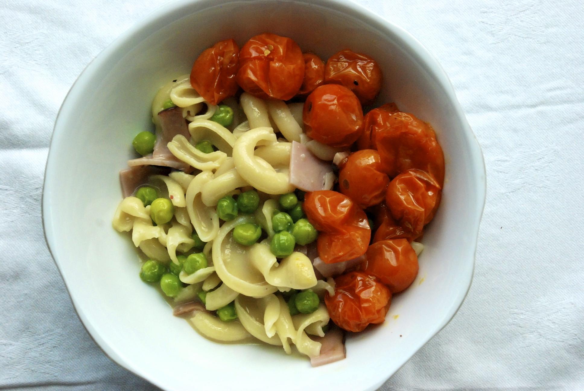 Molloni Carbonara with Pan-Roasted Sun Gold Tomatoes, Peas and Ham