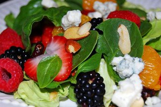 Spinach_salad_with_berries