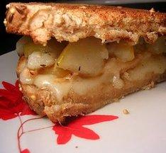 Chicken-brie-pear_sandwich