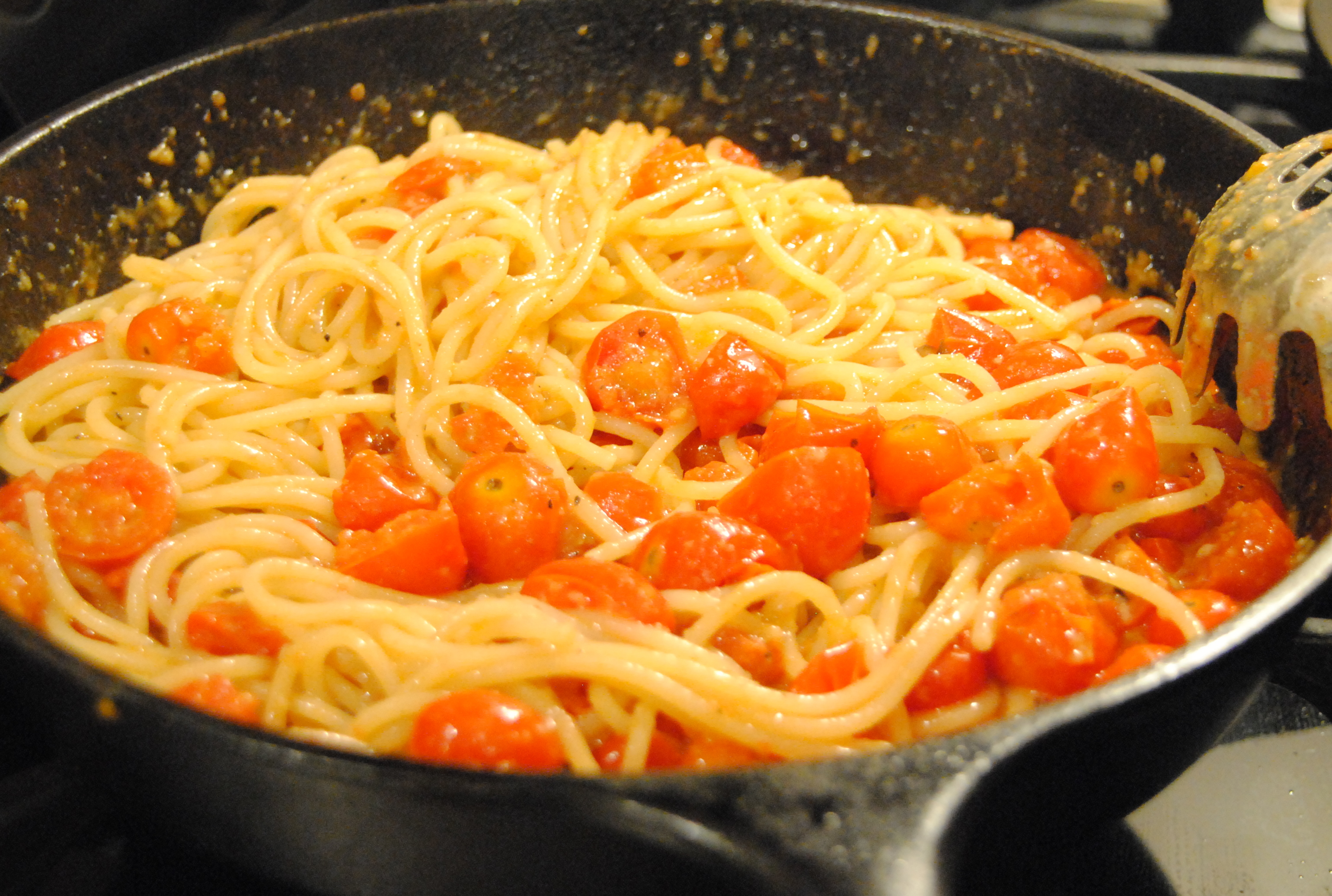 Spaghetti with cherry tomatoes and pecorino cheese