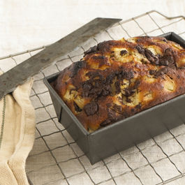 Yogurt cake with pear and dark chocolate
