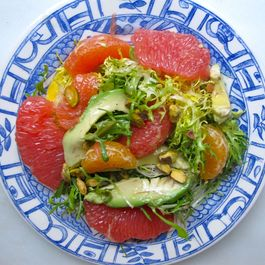 Mixed_citrus_avocado_salad_plate