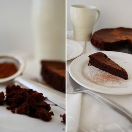 Super Easy Flour-Less Chocolate Cake