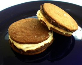Cinnamon_and_spice_ice_cream_sandwiches