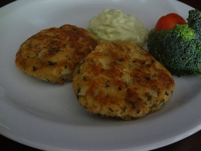 Salmon_cake_with_avocado_tartar_sauce3