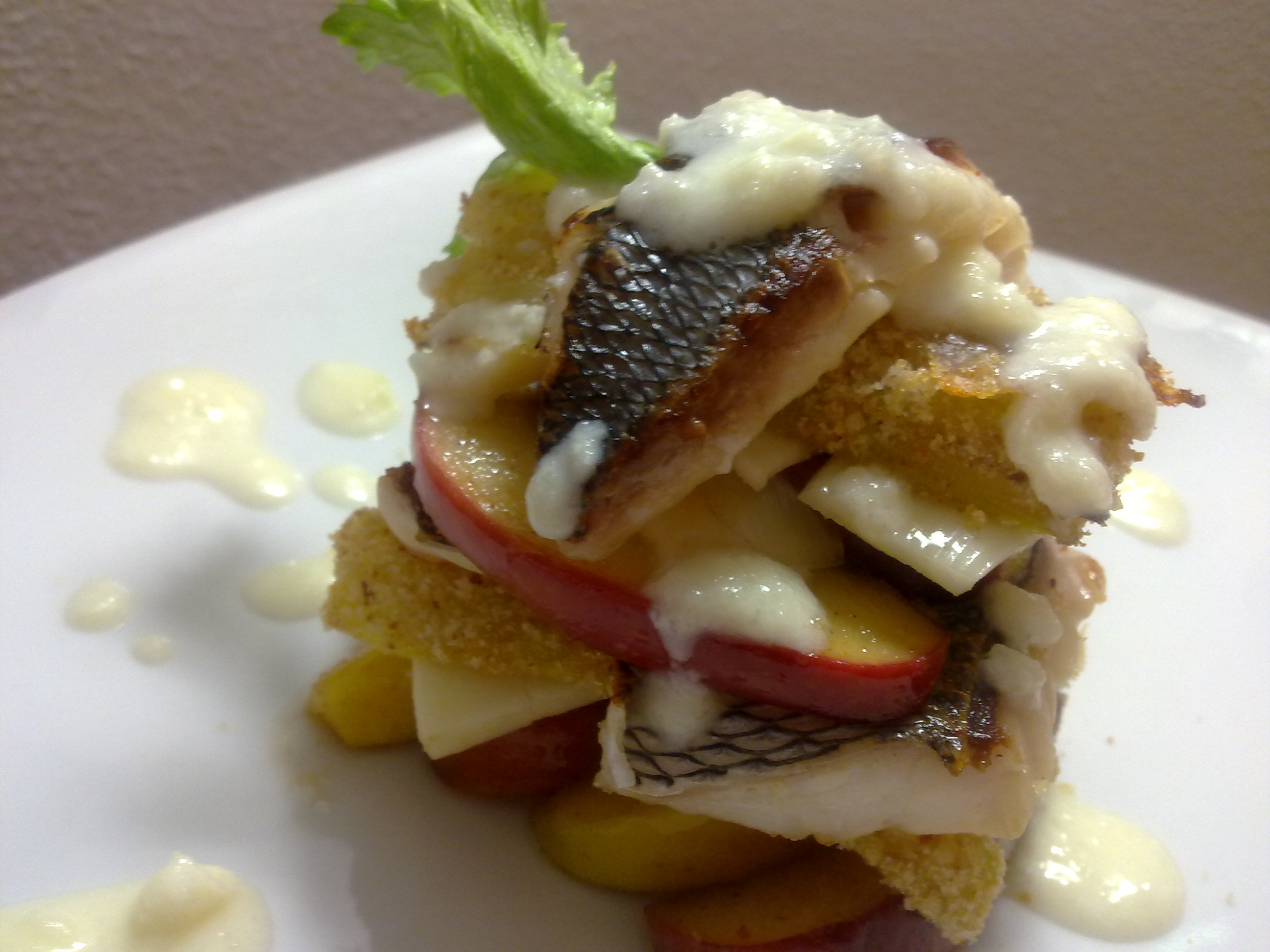 Milfoil of celery, see bass, cheese and glazed canella apples
