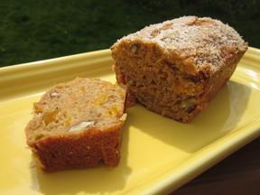 Mango-pecan_bread