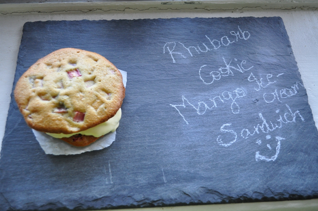 Mango Ice cream and Rhubarb cookie Sandwich