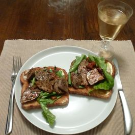 Pan_grilled_duck_livers_on_multi-grain_toast