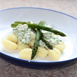 Gnocchi with pea and asparagus Sauce