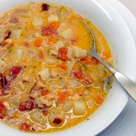 Smoked_salmon_chowder_2