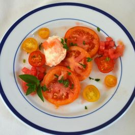 Tomato_salad_with_mint.jpg