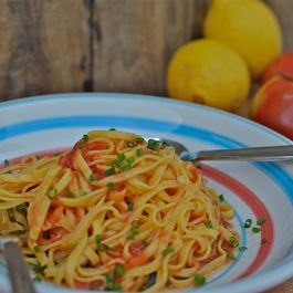 Pasta_with_tomatoes_lemon_oil