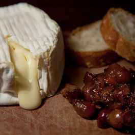 Baked Camembert with Caramelized Grape Chutney