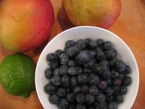 Blueberries_and_mangoes