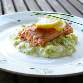 Salmon with creamed leeks