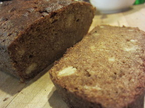 Persimmon_bread_sliced