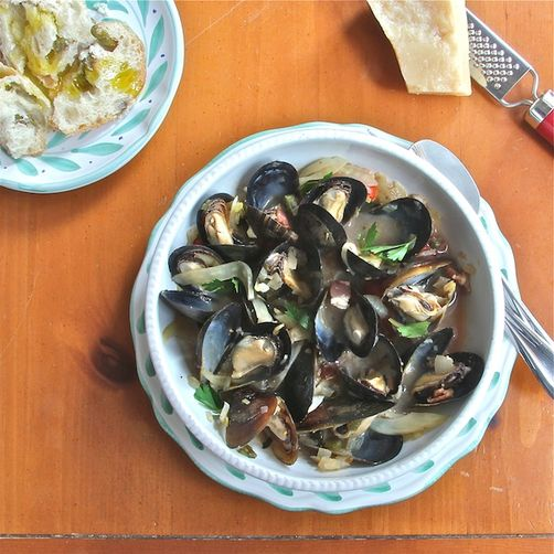Steamed Mussels in White Wine with Fennel