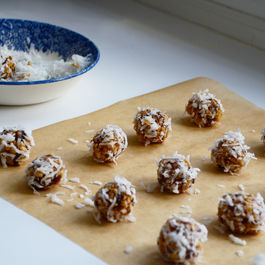 Date_crisp_balls_in_coconut__maureen_abood