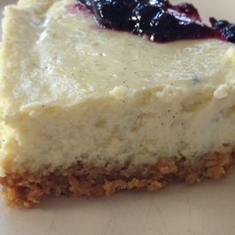 Grits_cheesecake_with_granola_crust