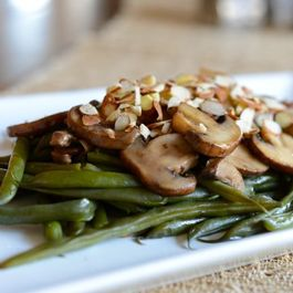 Green-beans-and-mushrooms-with-dill-vinaigrette