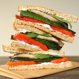Grilled_vegetable_sandwiches_with_herbed_goat_cheese3