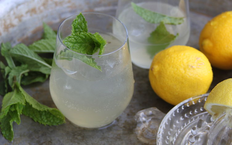 Homemade Lemonade with Mint