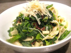 Broccoli_rabe_with_fresh_pasta_