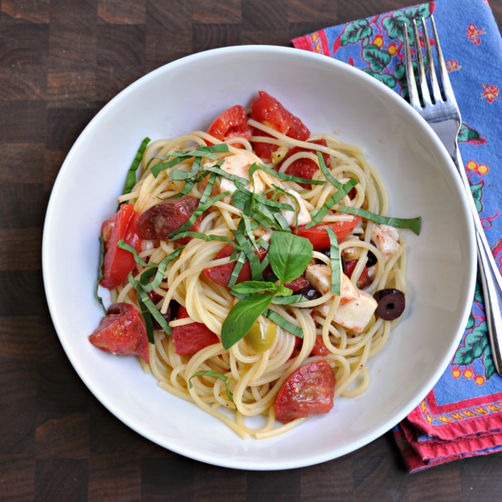 Summer Raw Pasta Sauce with Spaghetti