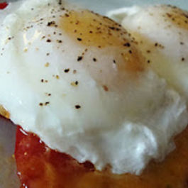 Poached Eggs on Grilled Cheese Tomatoes