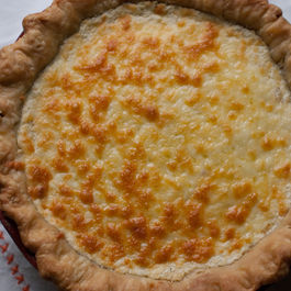 Rich and Creamy Tomato Pie Without Mayo