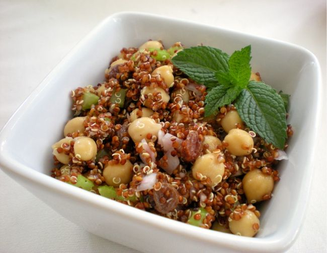 Quinoa Salad with chickpeas, lemon and mint