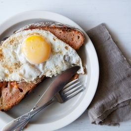 Pan_con_tomate_with_egg_1