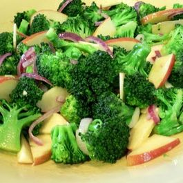 Broccoli__apples_and_red_onion_salad