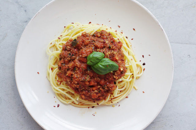 THE VEGETARIAN VERSION OF 'THE AUTHENTIC' PASTA BOLOGNESE!