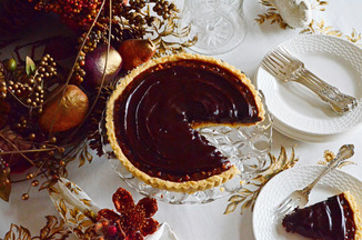 Tart_with_plates_post