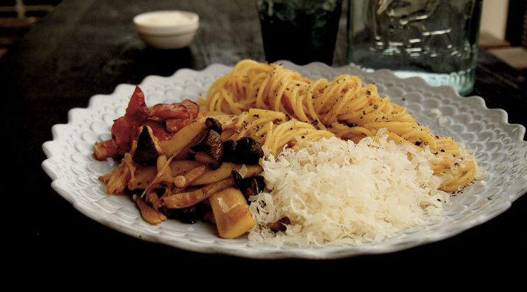 Soy sauce flavored Spaghetti Japanese Pasta