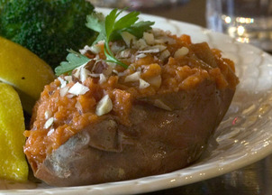 Pear-stuffed_sweet_potatoes