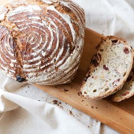 Hazelnut_cherry_bread_3