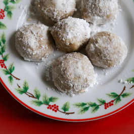 Grain-free_russian_tea_cookies
