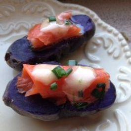 Purple Potato-crème fraîche salmon bites