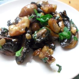 Vegetarian Christmas stuffing with mushrooms, chestnuts & pine nuts